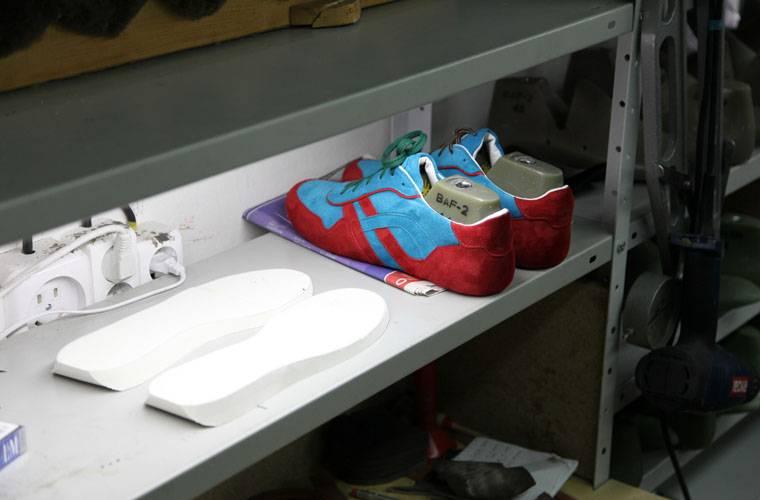 ca759ffa9ebc Есть заблуждение, что обувь должна сидеть очень плотно, потому что  впоследствии растянется. На самом деле, это касается только ширины  в длину  обувь не ...