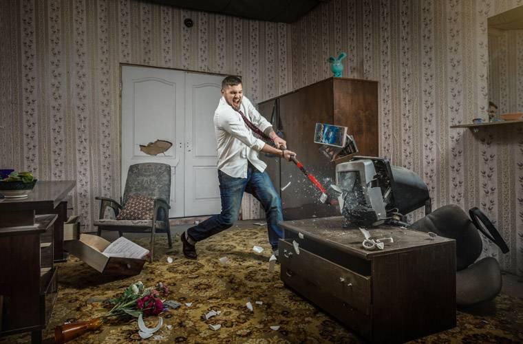"""Картинки по запросу """"Расфигачечная"""", где можно разрушить комнату кувалдой."""